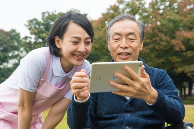介活高齢者タブレット情報収集話し合い家族介護